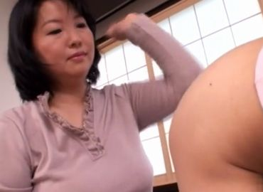 おばさんの動画50代無料息子への躾で興奮している豊満お母さん